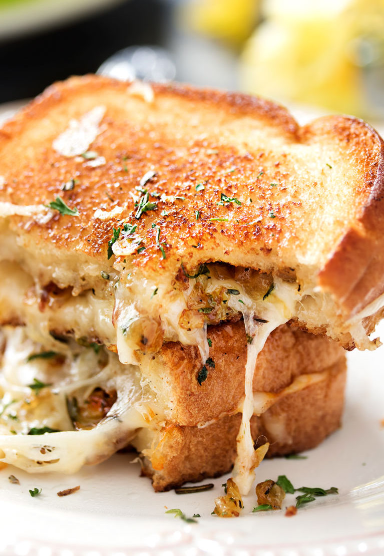 Ultimate Gourmet Grilled Cheese - thechunkychef.com | https://www.roseclearfield.com