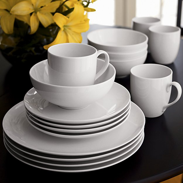 My 7 Favorite Staple Crate and Barrel Kitchen Items - Essential Dinnerware | https://www.roseclearfield.com