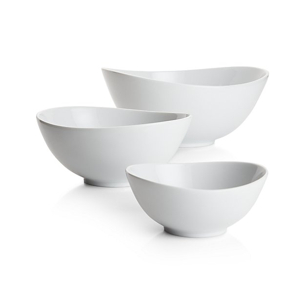 My 7 Favorite Staple Crate and Barrel Kitchen Items - Swoop Serving Bowls | https://www.roseclearfield.com