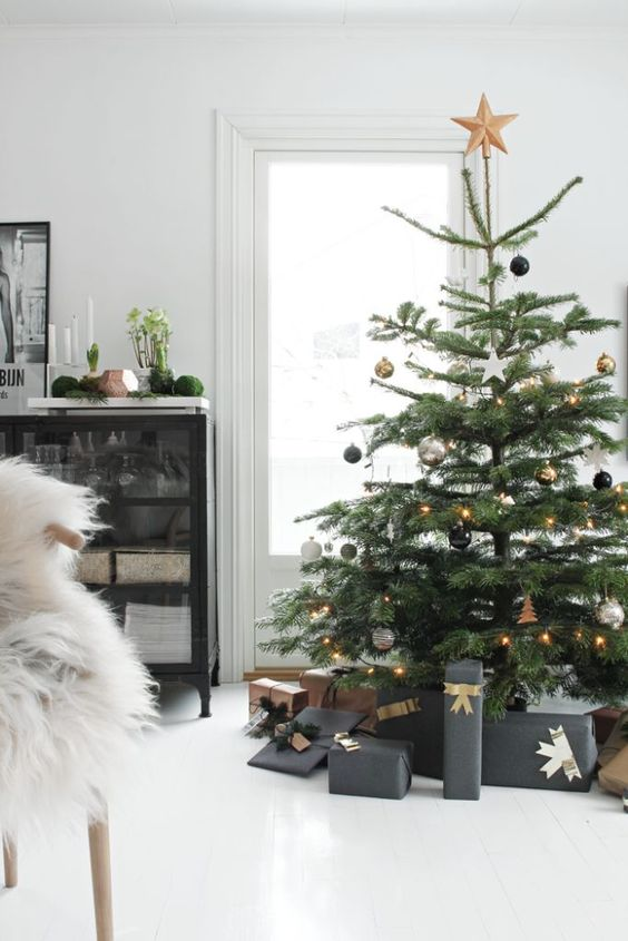 Christmas Decoration Inspiration - Christmas tree with kraft and charcoal wrapped presents. Clean and classic.