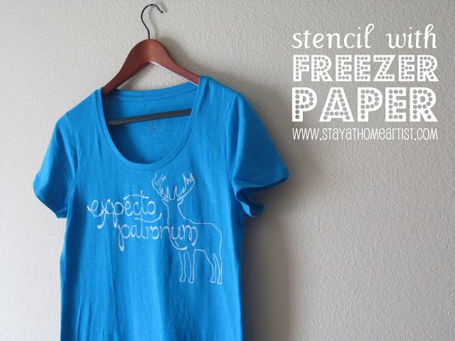 Last-Minute Homemade Christmas Gift Ideas - Stencil with freezer paper t-shirt. | https://www.roseclearfield.com