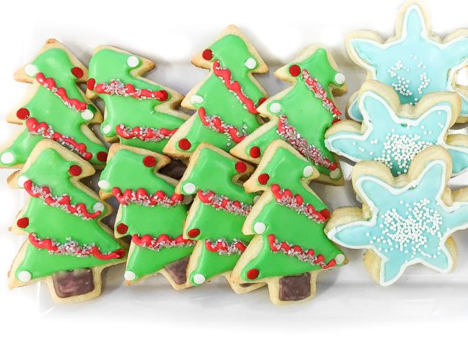 10 Cute Creative Christmas Cookies - Sugar Cookies with Royal Icing | https://www.roseclearfield.com