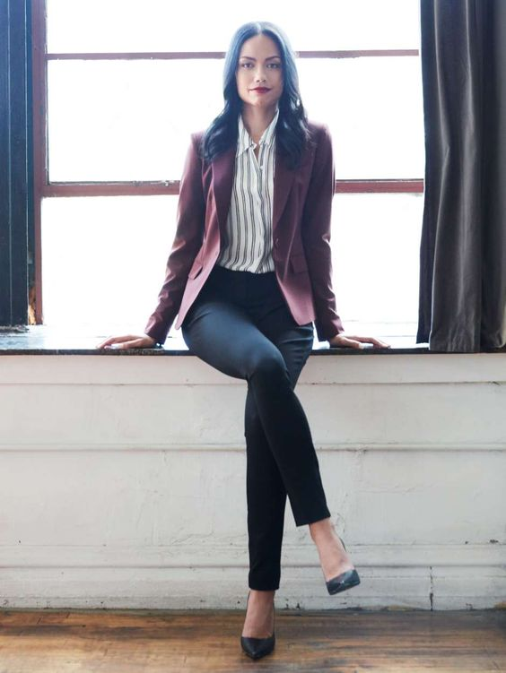 Winter Business Casual Fashion Inspiration | https://www.roseclearfield.com