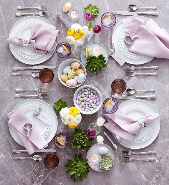 Crate and Barrel Easter 2017 Tablescape - @crateandbarrel on Instagram | https://www.roseclearfield.com