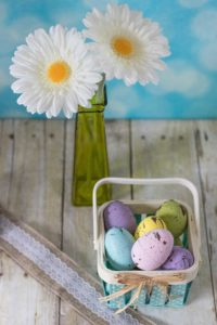 DIY Pastel Painted Speckled Plastic Easter Eggs | https://www.roseclearfield.com