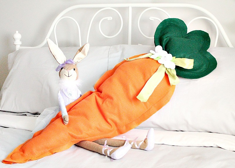 DIY Easy Easter Decor Ideas - Giant Carrot Cushion via Faeries and Fauna | https://www.roseclearfield.com