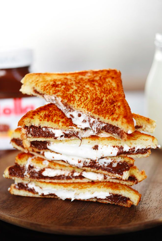 Dessert Grilled Cheese Recipes - Grilled Nutella and Marshmallow Sandwiches via Buzzfeed | https://www.roseclearfield.com