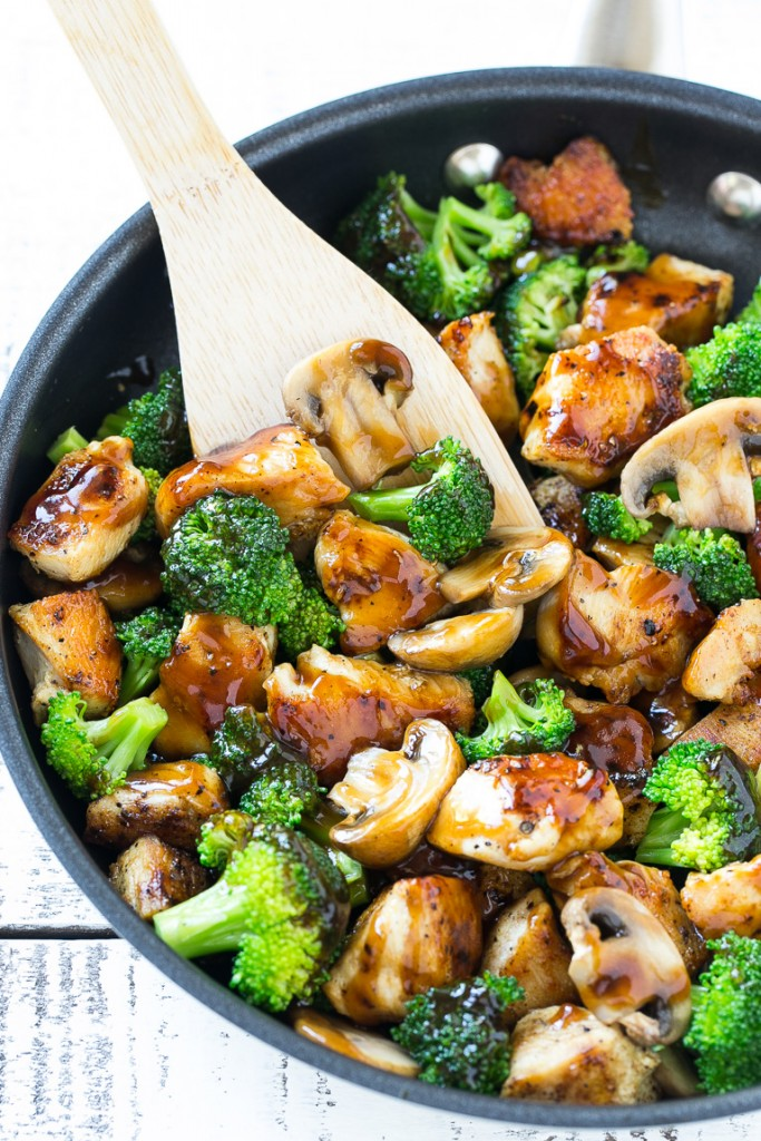 30 Days of Healthy Chicken Dinner Recipes - Chicken and Broccoli Stir Fry via Dinner at the Zoo | https://www.roseclearfield.com