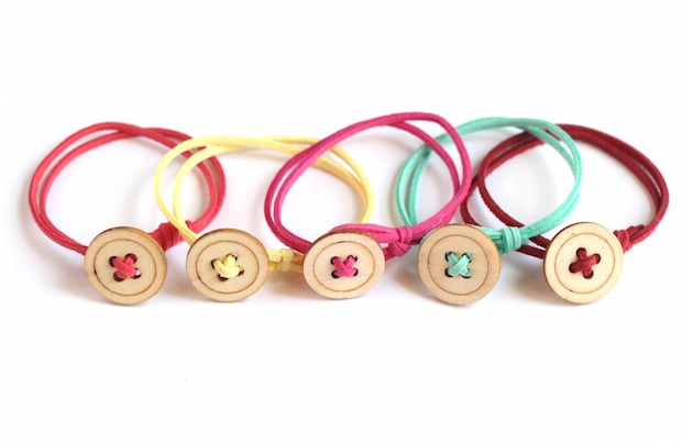 Last Minute DIY Mother's Day Gift Ideas - DIY Button Bracelet via All Things Target | https://www.roseclearfield.com