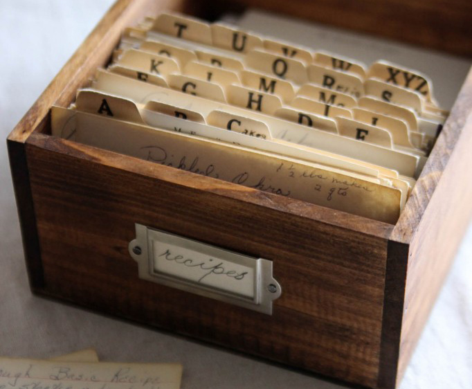 Last Minute DIY Mother's Day Gift Ideas - DIY Recipe Box via The Wood Grain Cottage | https://www.roseclearfield.com