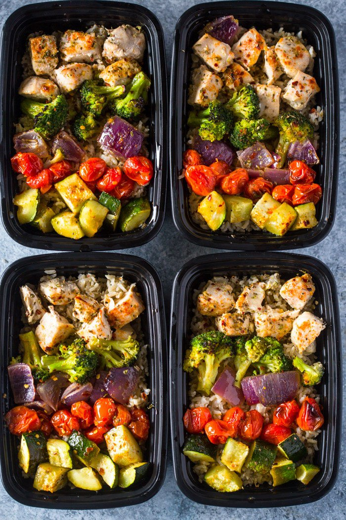 30 Days of Healthy Chicken Dinner Recipes - Healthy Roasted Chicken and Rainbow Veggies via Gimme Delicious   https://www.roseclearfield.com