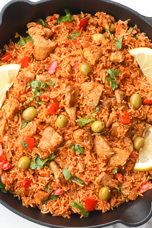 30 Days of Healthy Chicken Dinner Recipes   One Pot Spanish Chicken and Rice via Ahead of Thyme   https://www.roseclearfield.com