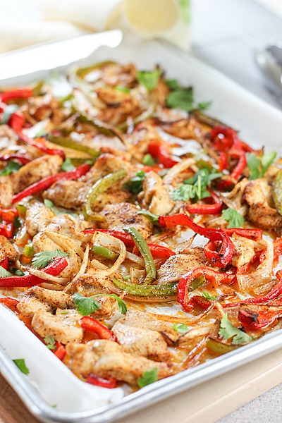 30 Days of Healthy Chicken Dinner Recipes - Sheet Pan Chicken Fatjitas via Laughing Spatula   https://www.roseclearfield.com