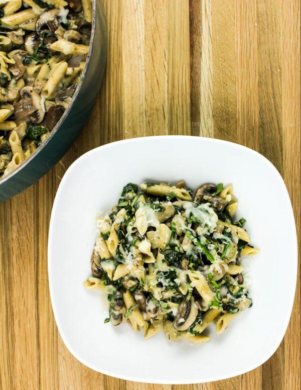 30 Days of Healthy Chicken Dinner Recipes - Skillet Chicken Sausage Alfredo Pasta via Bites of Flavor   https://www.roseclearfield.com
