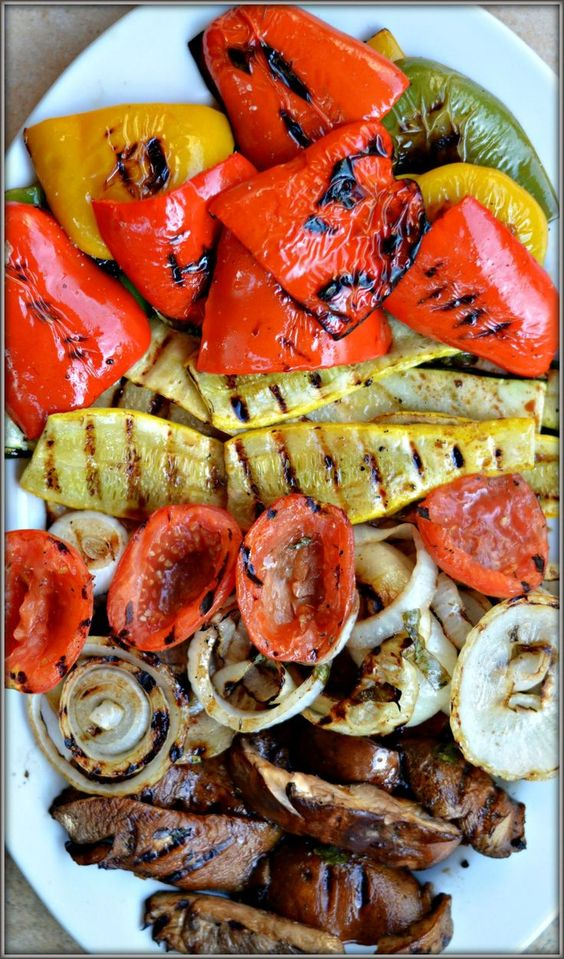 30 Days of Healthy Grilling Recipes - Balsamic Grilled Vegetables via Happily Unprocessed | https://www.roseclearfield.com