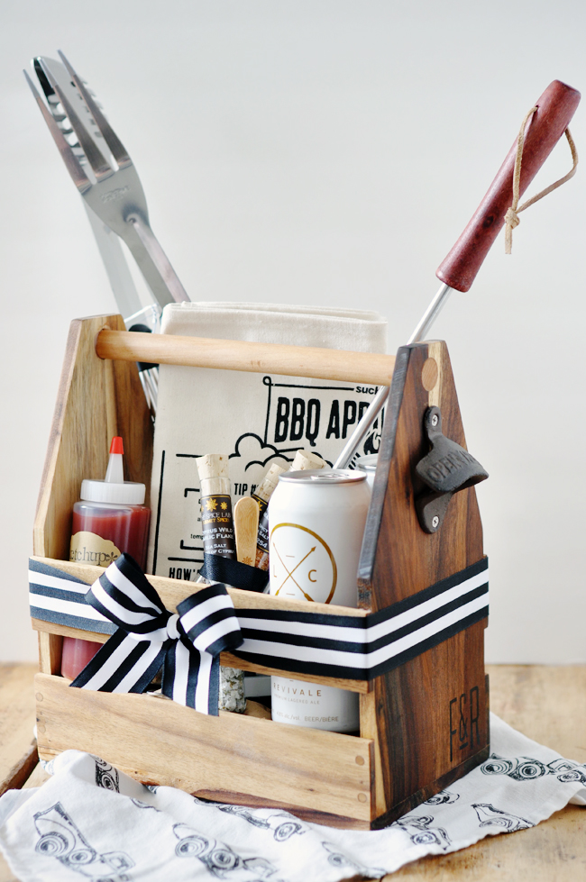 Last Minute DIY Father's Day Gift Ideas - Father's Day DIY Cookout Kit via Lark and Linen | https://www.roseclearfield.com