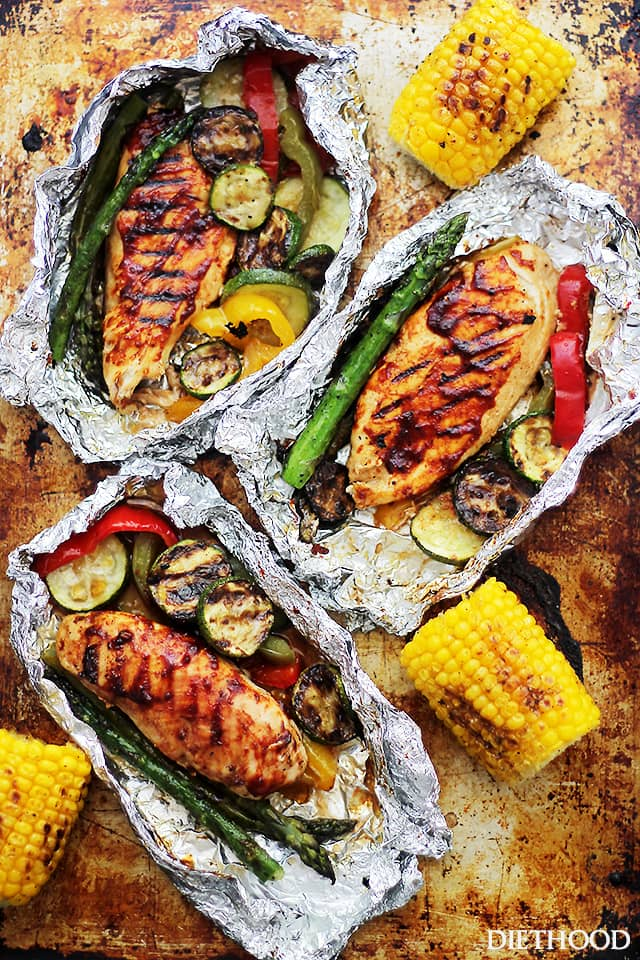 30 Healthy Days of Grilling Recipes - Grilled Barbecue Chicken and Vegetables in Foil via Diet Hood | https://www.roseclearfield.com