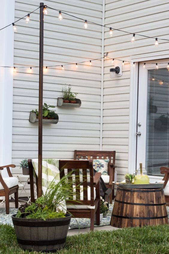 Summer Inspiration - How to Decorate a Small Patio via Bless'er House | https://www.roseclearfield.com