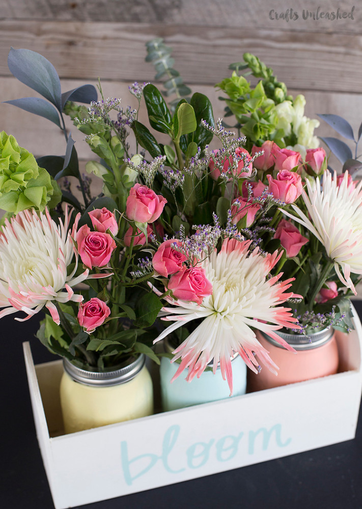 Spring Mason Jar Decor - Chalk Painted DIY Planter Box for Spring via Crafts Unleashed | https://www.roseclearfield.com