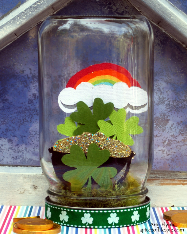 Jar o Luck St. Patrick's Day Mason Jar via A Piece of Life's Pie | https://www.roseclearfield.com