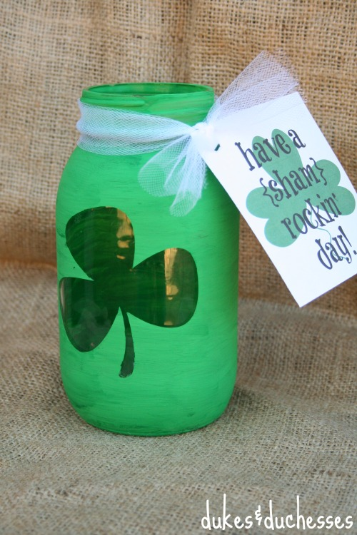 Shamrock Mason Jar with a Printable Tag via Dukes and Duchesses | https://www.roseclearfield.com