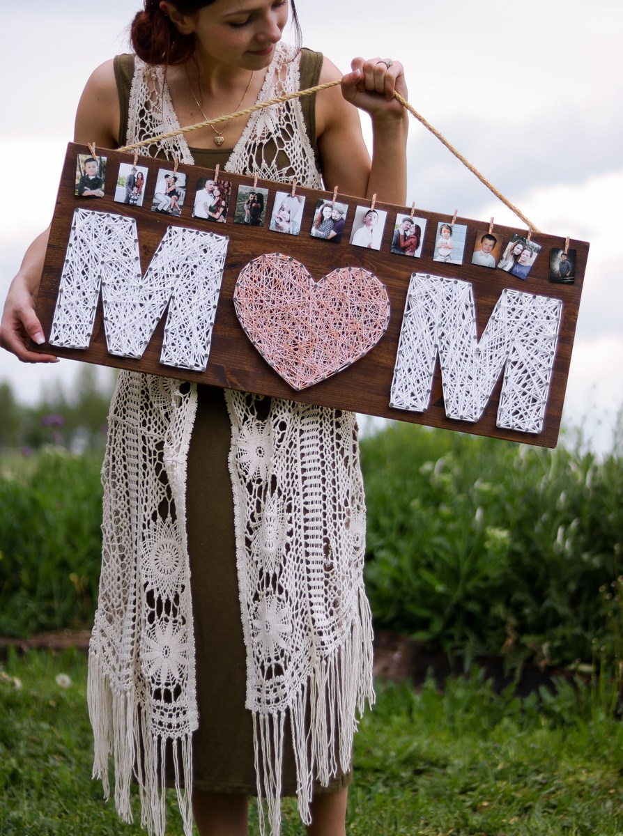 Unique Mother's Day Photo Gift Ideas - Mom Wood Photo Display via Lily Ardor | https://www.roseclearfield.com