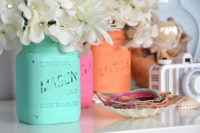 Summer Mason Jar Decor - Beach Chic Mason Jars via Pura Vida Bracelets | https://www.roseclearfield.com