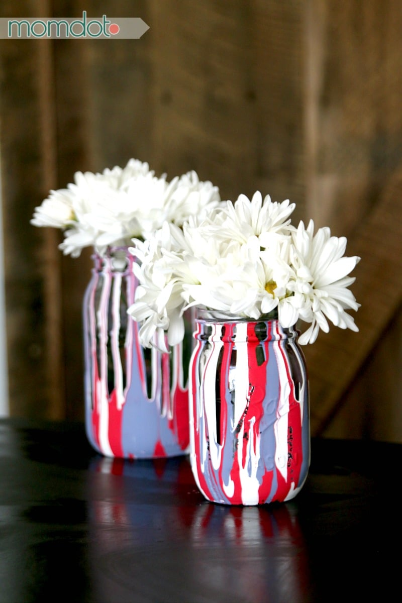 4th of July Mason Jar Decor - Drip Painting Mason Jars DIY via Mom Dot | https://www.roseclearfield.com
