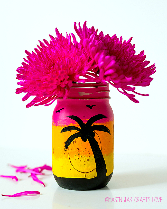Summer Mason Jar Decor - Tropical Sunset Mason Jar via Mason Jar Crafts Love | https://www.roseclearfield.com