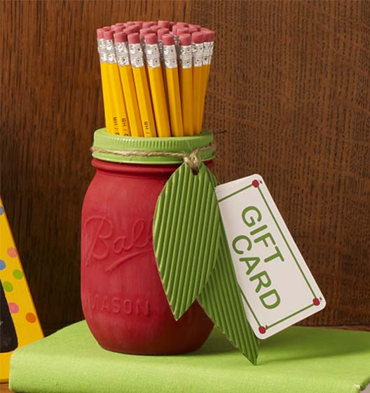 DIY Back to School Mason Jar Teacher Gifts - Apple Mason Jar Teacher Gift via Plaid Online | https://www.roseclearfield.com