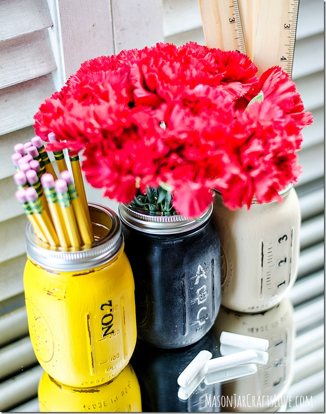 DIY Back to School Mason Jar Teacher Crafts - Back to School Distressed Mason Jar Teacher Gift Set via Mason Jar Crafts Love | https://www.roseclearfield.com