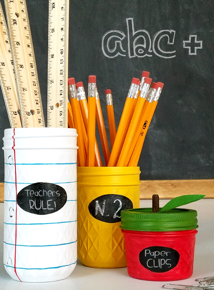 DIY Back to School Mason Jar Teacher Gifts - Notebook Pencil Apple Mason Jar Set via Lil Luna | https://www.roseclearfield.com