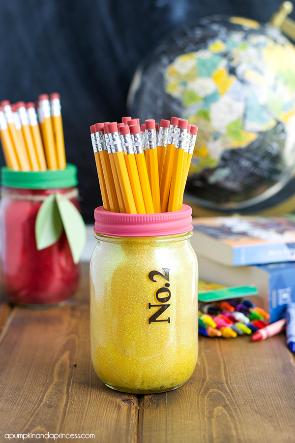 DIY Back to School Mason Jar Teacher Gifts - Pencil and Apple Glitter Mason Jar Set via A Pumpkin and a Princess | https://www.roseclearfield.com