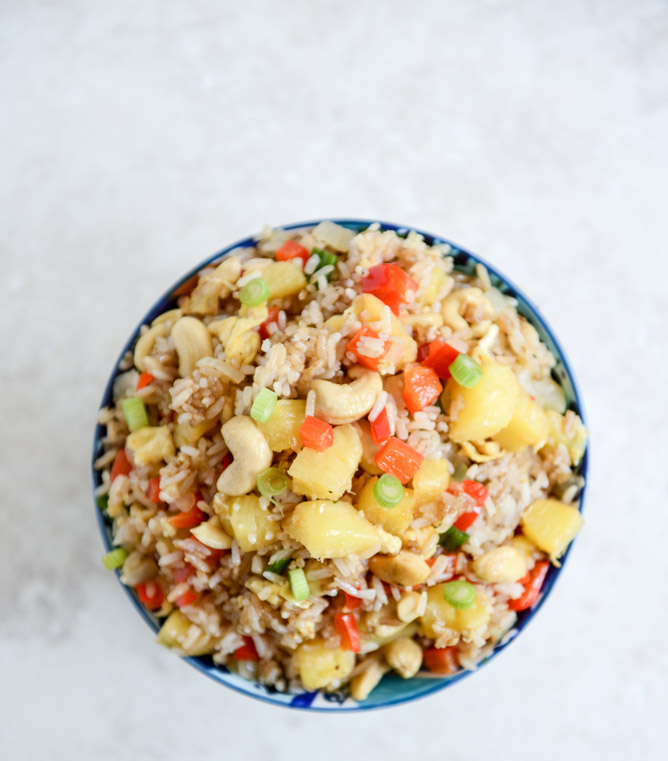Back to School Healthy Lunches for Adults - Pineapple Cashew Fried Rice via How Sweet Eats | https://www.roseclearfield.com