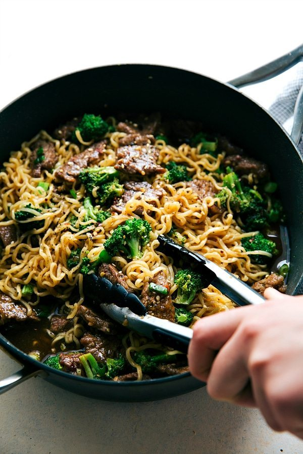 Back to School Healthy Lunches for Adults - Skillet Beef and Broccoli Ramen via Chelsea's Messy Apron   https://www.roseclearfield.com