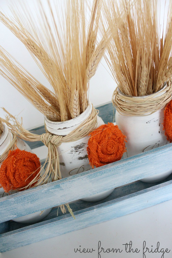 DIY Fall Mason Jar Decor - Fall Mason Jar Centerpiece with Burlap Rosettes via View From the Fridge via Oh My Creative | https://www.roseclearfield.com
