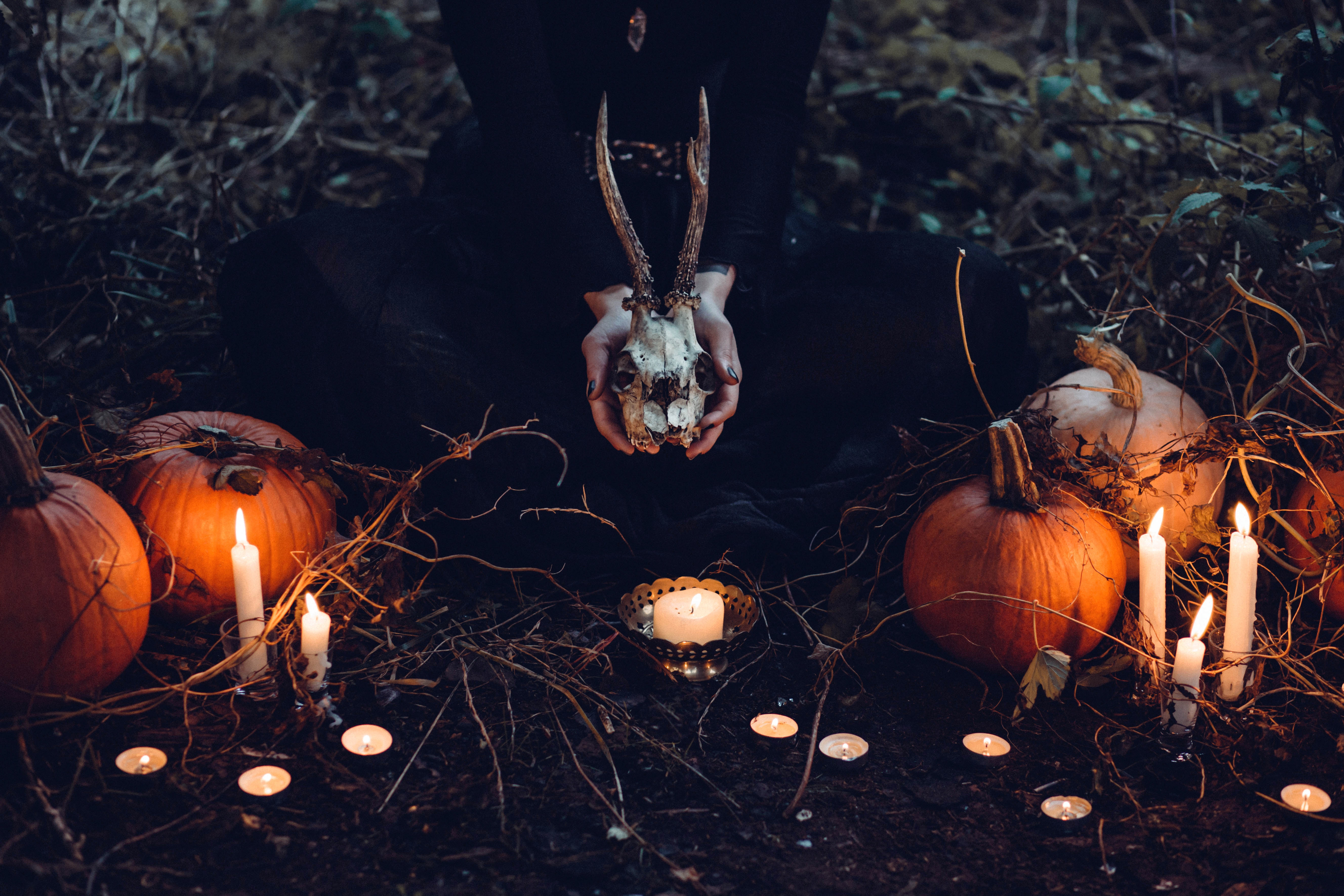 20 Creative Fall Photography Ideas - Creepy Halloween Pumpkins via freestocks.org | https://www.roseclearfield.com