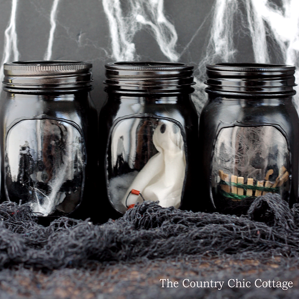 DIY Halloween Mason Jar Decor - Haunted House Halloween Mason Jars via The Country Chic Cottage | https://www.roseclearfield.com
