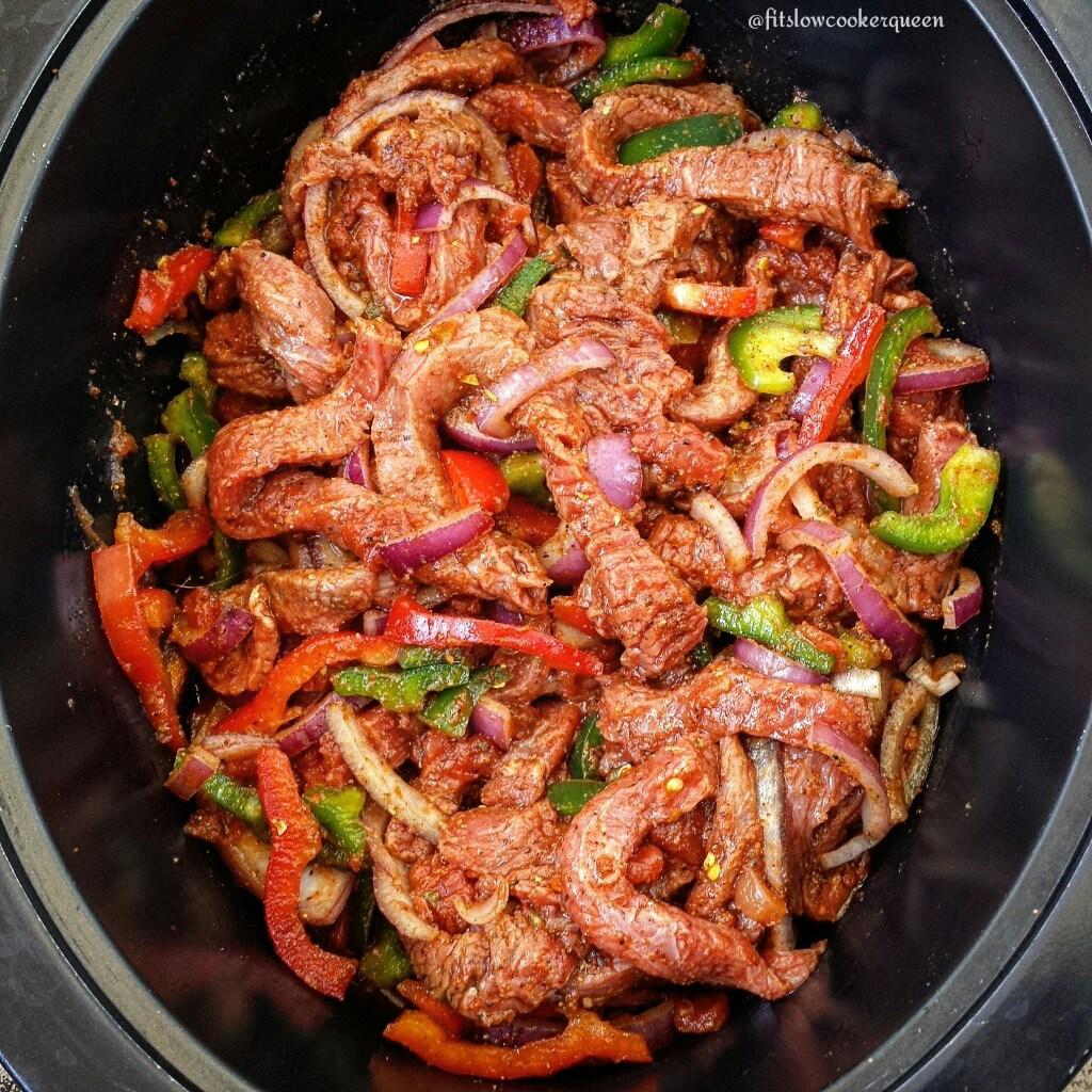 30 Days of Healthy Slow Cooker Dinner Recipes - 5 Ingredient Slow Cooker Steak Fajitas via Fit Slow Cooker Queen | https://www.roseclearfield.com