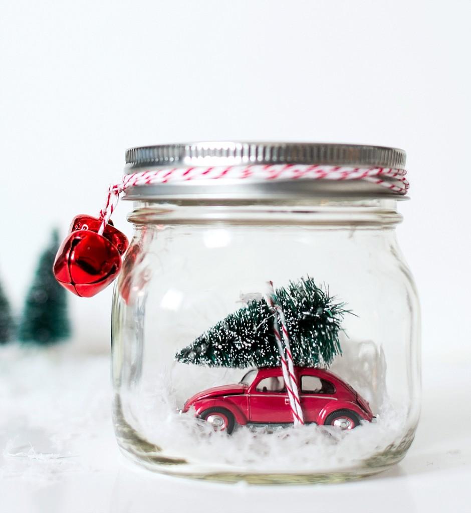 DIY Christmas Mason Jar Decor - Mason Jar Tree on Car Snow Globes via Mason Jar Crafts Love | https://www.roseclearfield.com
