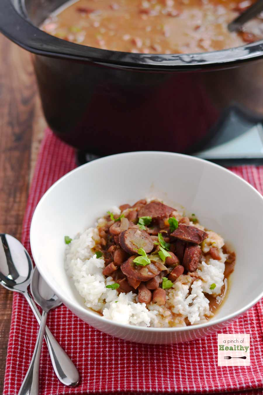 30 Days of Healthy Slow Cooker Dinner Recipes - Red Beans and Rice in the Slow Cooker via A Pinch of Healthy | https://www.roseclearfield.com