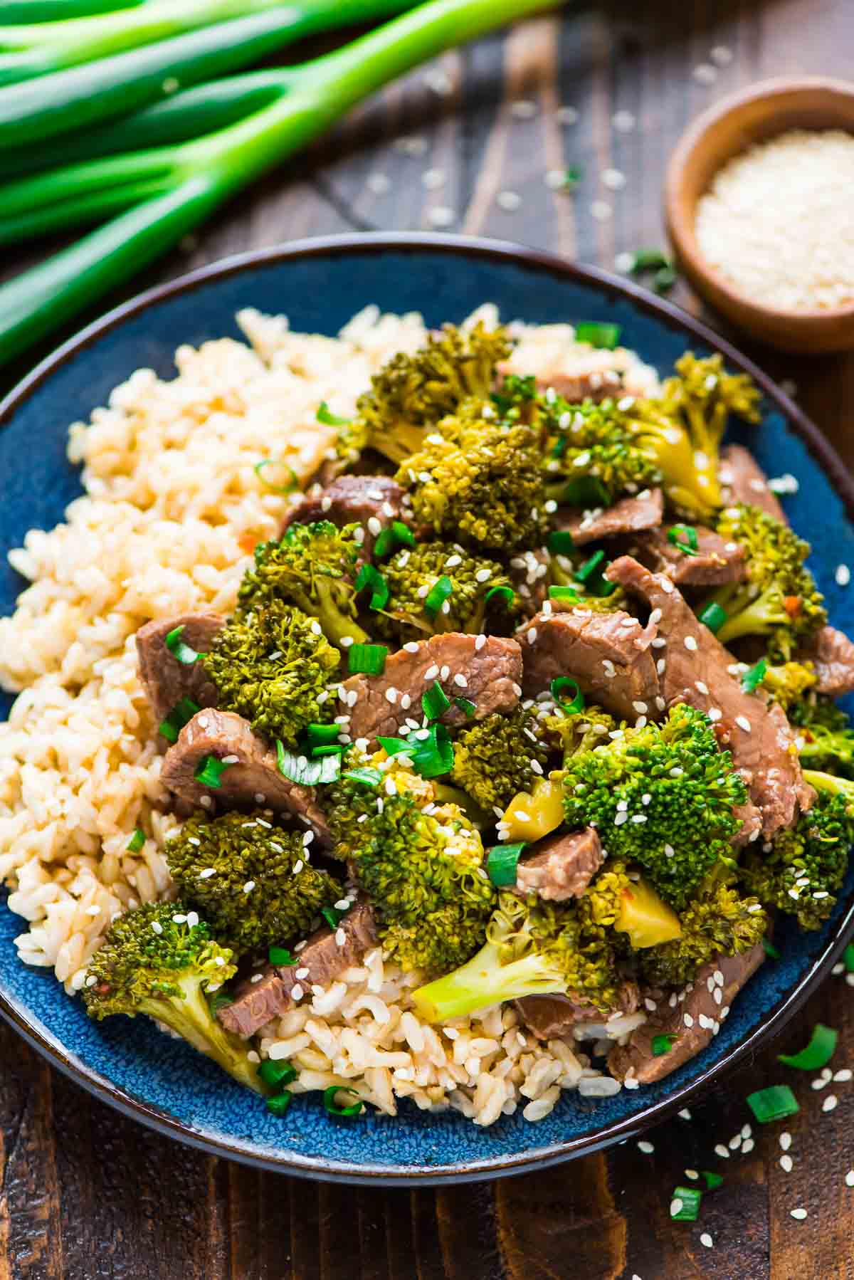 30 Days of Healthy Slow Cooker Dinner Recipes - Slow Cooker Beef and Broccoli via Well Plated | https://www.roseclearfield.com