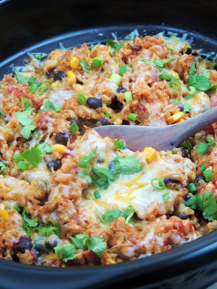 30 Days of Slow Cooker Dinner Recipes - Slow Cooker Chicken Enchilada Quinoa via Bobbi's Kozy Kitchen | https://www.roseclearfield.com