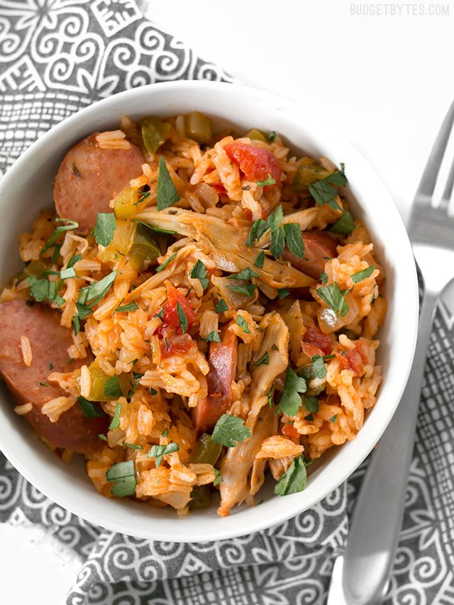 30 Days of Healthy Slow Cooker Dinner Recipes - Slow Cooker Jambalaya via Budget Bytes | https://www.roseclearfield.com