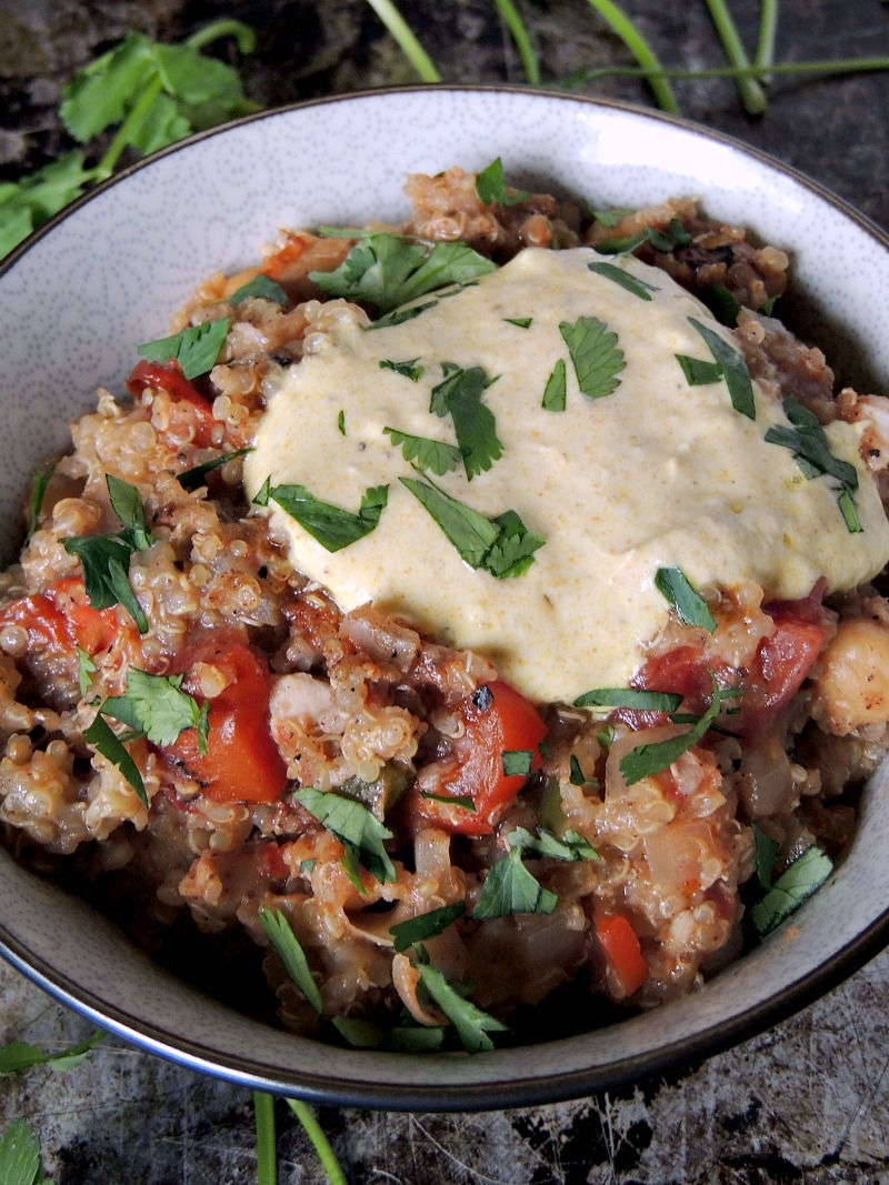 30 Days of Healthy Slow Cooker Dinner Recipes - Slow Cooker Tandoori Chicken Quinoa via Bobbi's Kozy Kitchen | https://www.roseclearfield.com