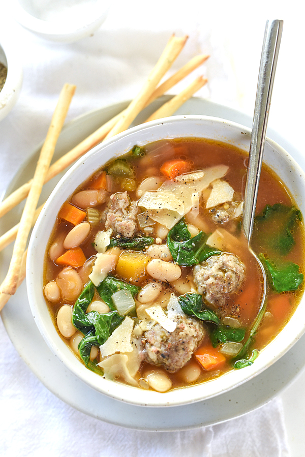 30 Days of Healthy Slow Cooker Dinner Recipes - Slow Cooker Tuscan White Bean and Sausage Soup via Foodie Crush | http://ww.roseclearfield.com