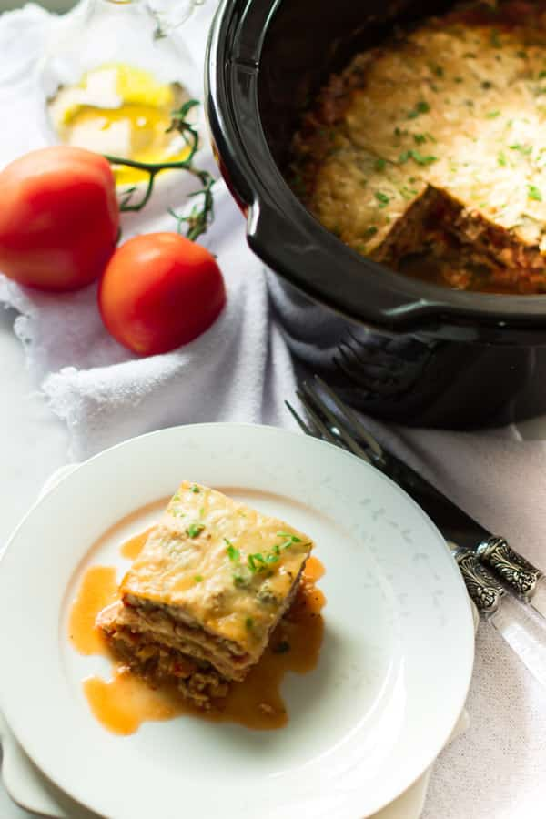 30 Days of Healthy Slow Cooker Dinner Recipes - Slow Cooker Zucchini Lasagna via Prima Vera Kitchen | https://www.roseclearfield.com