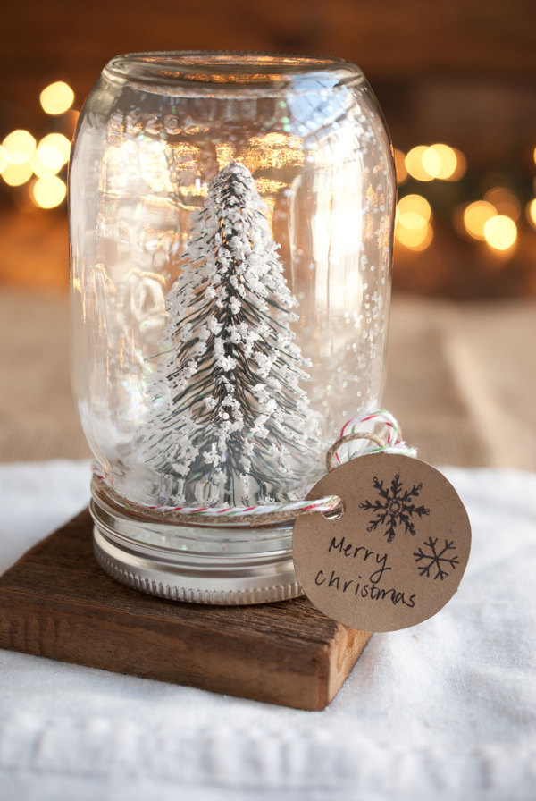 DIY Christmas Mason Jar Decor - DIY Anthropologie Mason Jar Snow Globes via Simple Craves and Olive Oil | https://www.roseclearfield.com