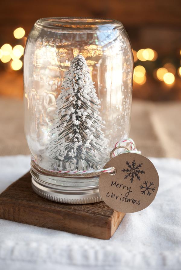 DIY Christmas Mason Jar Decor - DIY Anthropologie Mason Jar Snow Globes via Simple Craves and Olive Oil | https://www.roseclearfield.com