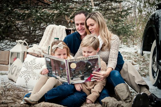 20 Creative Holiday Photo Ideas - Family Christmas Read via Sue Quinlan Photography | https://www.roseclearfield.com